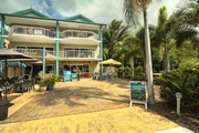 2 Bedroom Holiday Apartment on the Beachfront at Yorkeys Knob.